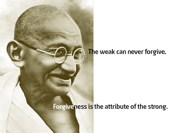 "Foto van Gandhi met citaat ""The weak can never forgive. Forgiveness is the attribute of the strong."""